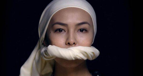 19-летняя киргизка спела в бюстгалтере: девушке грозят расправой за то, что она «опозорила страну»