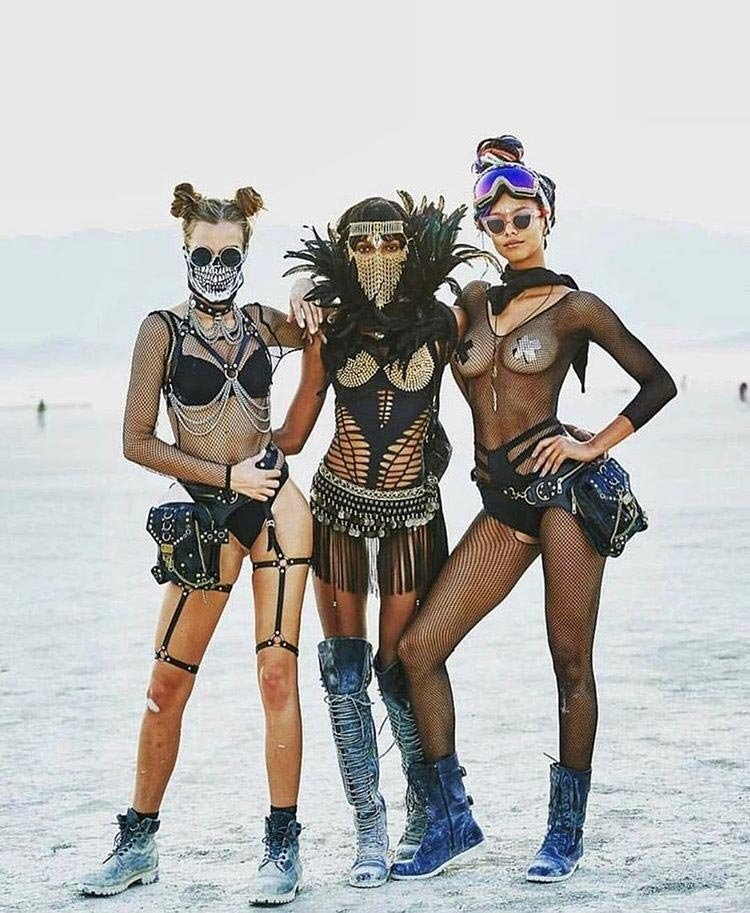"""30 pictures of hot girls with festival of light and fire """"Burning Man 2018"""""""