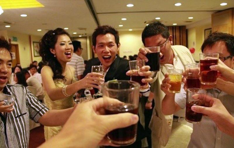 Как пить с китайцами и выжить: 7 правил китайской попойки фото
