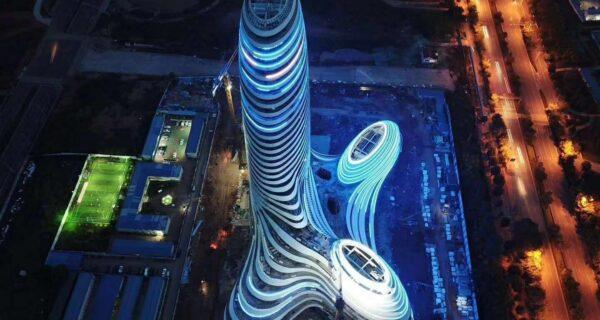 Китайский небоскреб в виде члена «эякулировал» в небо фейерверком