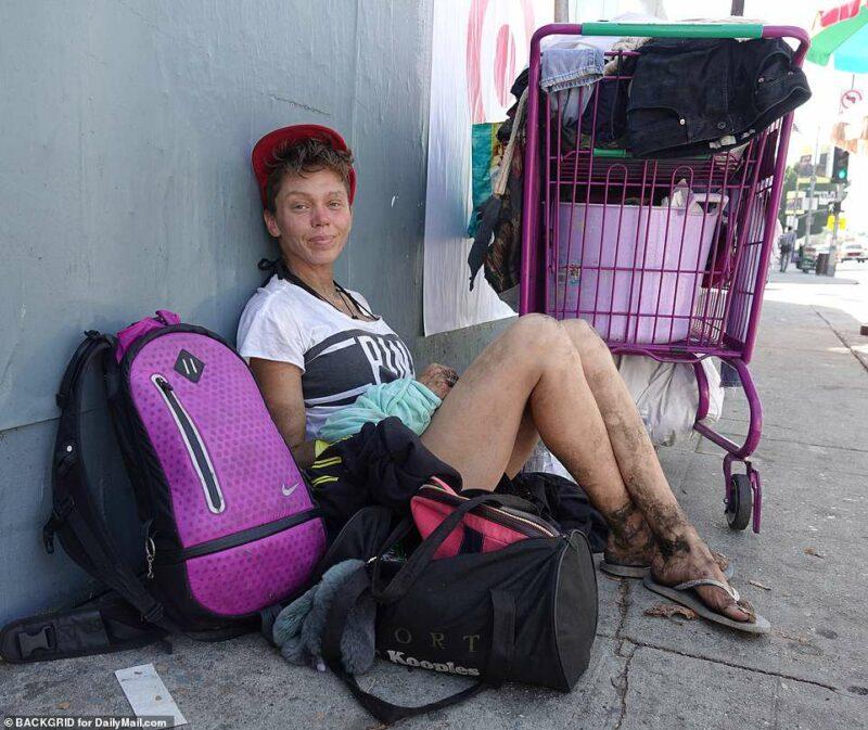 Девушка модель работы с лицами бомж работа в метрополитене для девушек