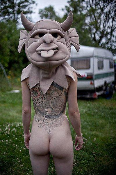 Bigpicture ru ben hopper mujeres desnudas con mascaras 16