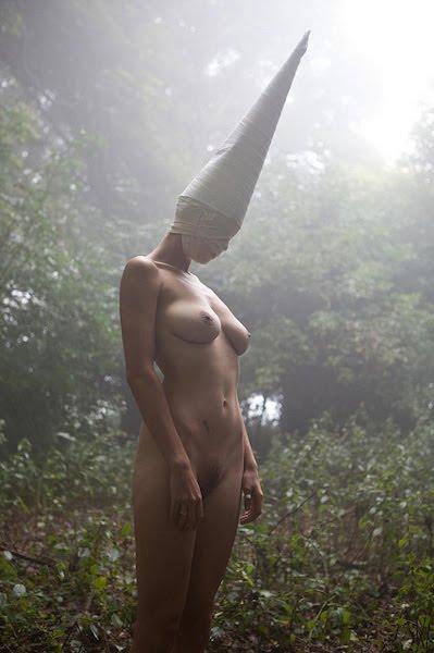 Bigpicture ru ben hopper mujeres desnudas con mascaras 6