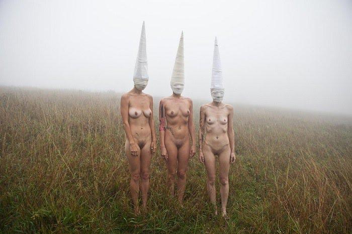 Bigpicture ru ben hopper mujeres desnudas con mascaras 8