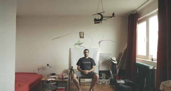Румынский фотограф показал, как одинаковые по планировке квартиры выглядят у 10 разных хозяев