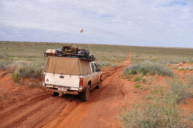 Поворот не туда: заблудившаяся в пустыне австралийка выжила благодаря стеклоочистителю