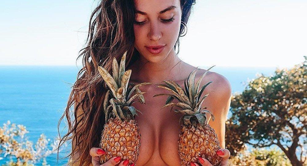 Девушки и ананасы: 20+ горячих фото, от которых потекут слюнки фото