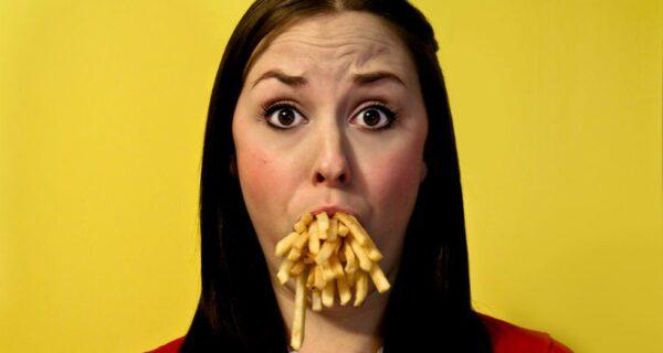 Ученые вычислили размер «безопасной порции» картошки фри: любители фаст-фуда вшоке