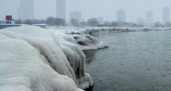 Чибирские холода: США сковали рекордные морозы, Чикаго сковало льдом
