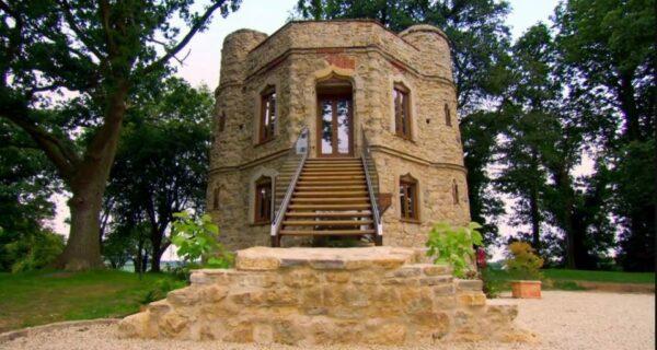 Маленький замок за большие деньги: пара британцев продает отреставрированный особняк за миллион долларов