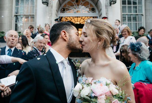 Вот и свела судьба: первая в Британии свадьба двух трансгендеров удалась на славу фото