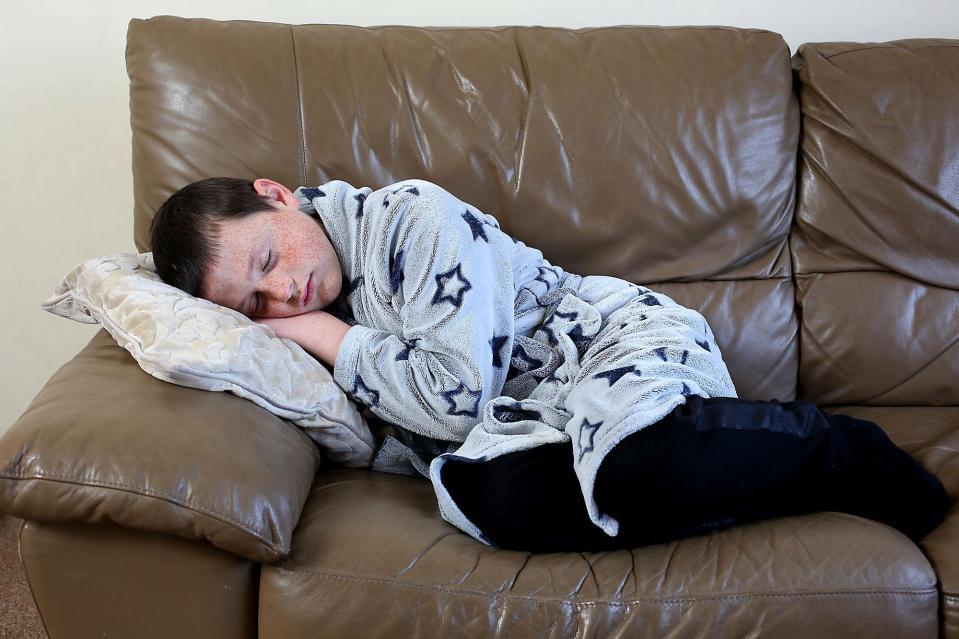 Спящий красавец: 11-летний мальчик попал в сонный плен и теперь живет на грани реальности и сновидений фото