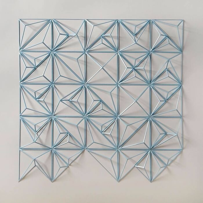 The engineer creates from paper geometric paintings and gifs, from which the eyes go crazy