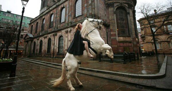 Фестиваль леди Годивы в Ковентри: обнаженные всадницы из чопорной Англии