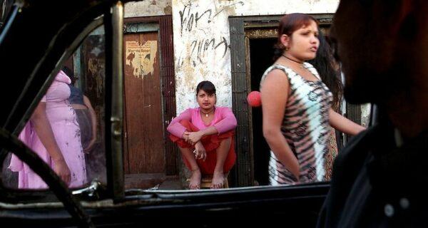 Спасение утопающих — дело рук самих утопающих: как проститутки Индии остановили ВИЧ-эпидемию