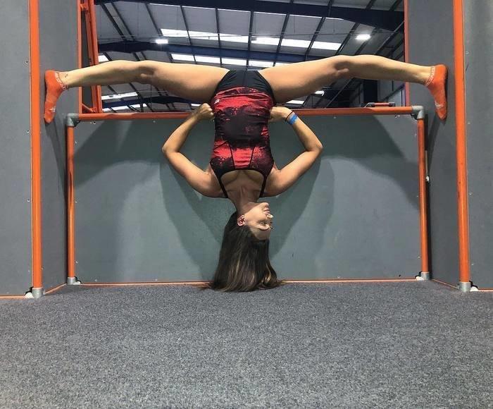 «Вызывайте экзорциста!»: 17 фото невероятно гибких девушек, которые немного пугают фото