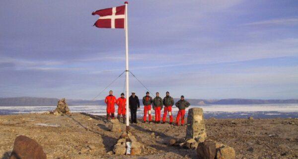 Самая интеллигентная война в истории: Канада и Дания сражаются за остров Ганса, распивая шнапс ивиски