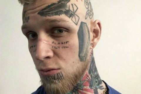 Эпатажный сын Елены Яковлевой решил избавиться от татуировок