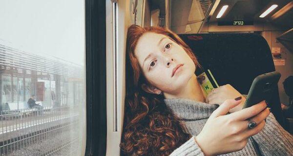 «Улыбнитесь, вас снимает скрытая камера!»: девушка-фотограф делает удивительные снимки незнакомцев на iPhone