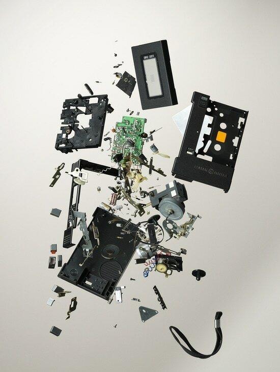 Фотограф показал, из чего состоят привычные всем вещи. Фото
