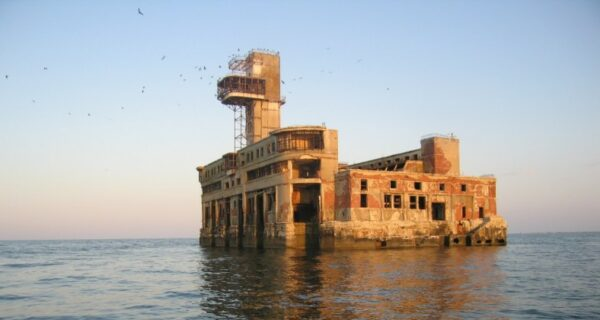 Каспийский форт Бойяр — место, где ковалась Победа, а теперь гуляет ветер