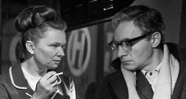 Что и как курили в советское время — о чем могла рассказать пачка сигарет в кармане