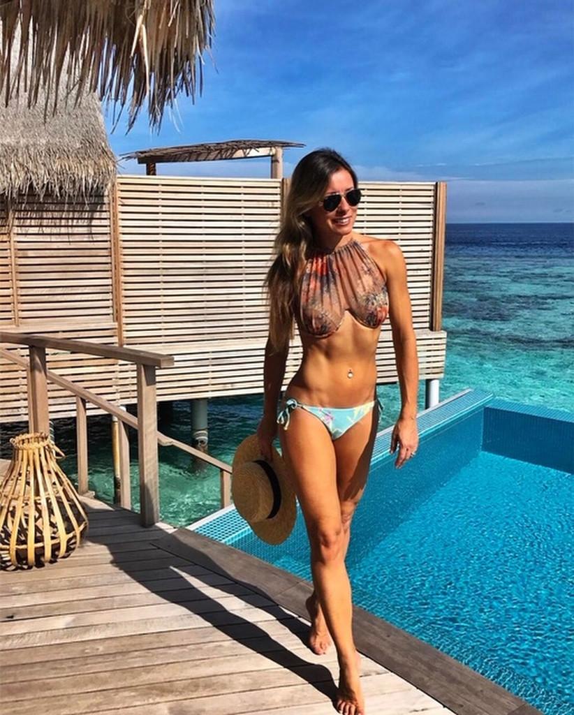 Эту 46-летнюю блогершу в бикини принимают за 20-летнюю девушку фото