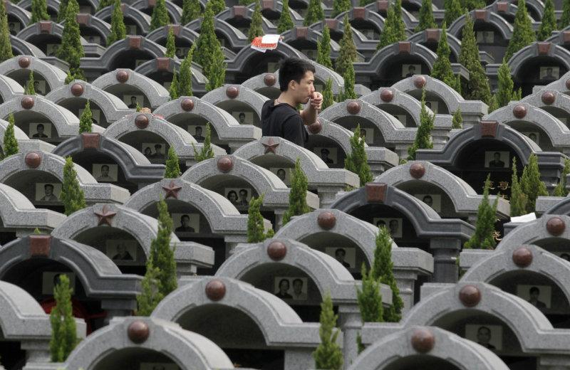 6 грустных фактов о похоронах в Китае: место за миллион, аренда могил и мода на кремацию фото