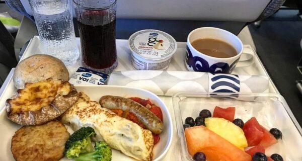 30 авиакомпаний, которые даже в эконом-классе накормят до отвала