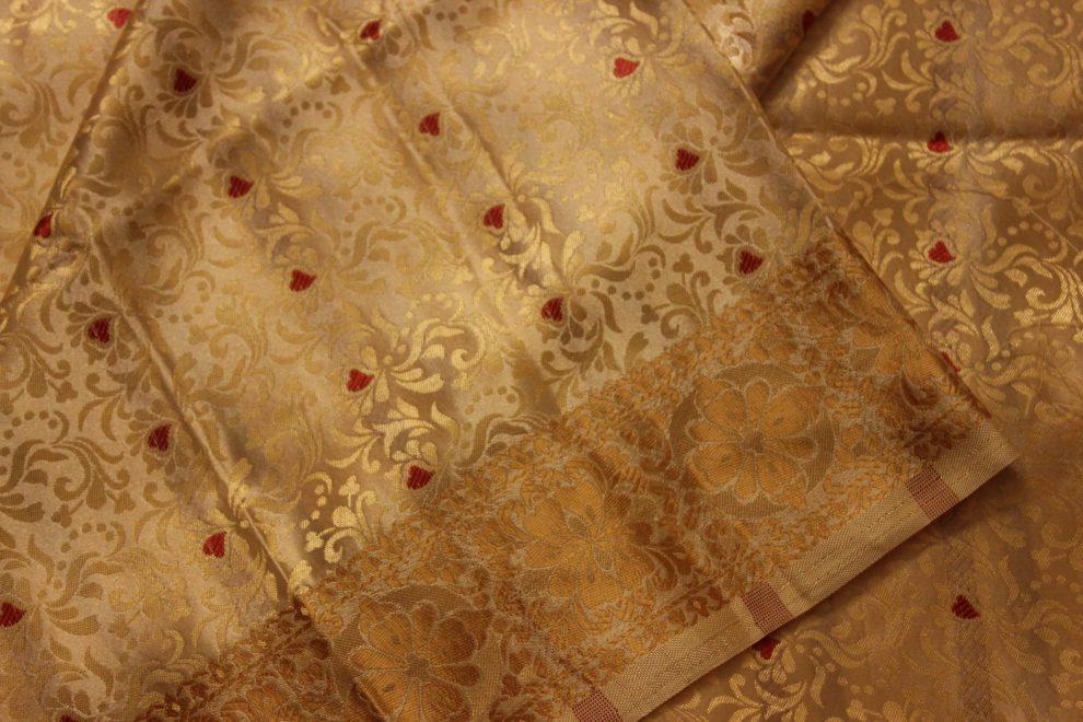 Ткань для индийского сари может стоить очень дорого