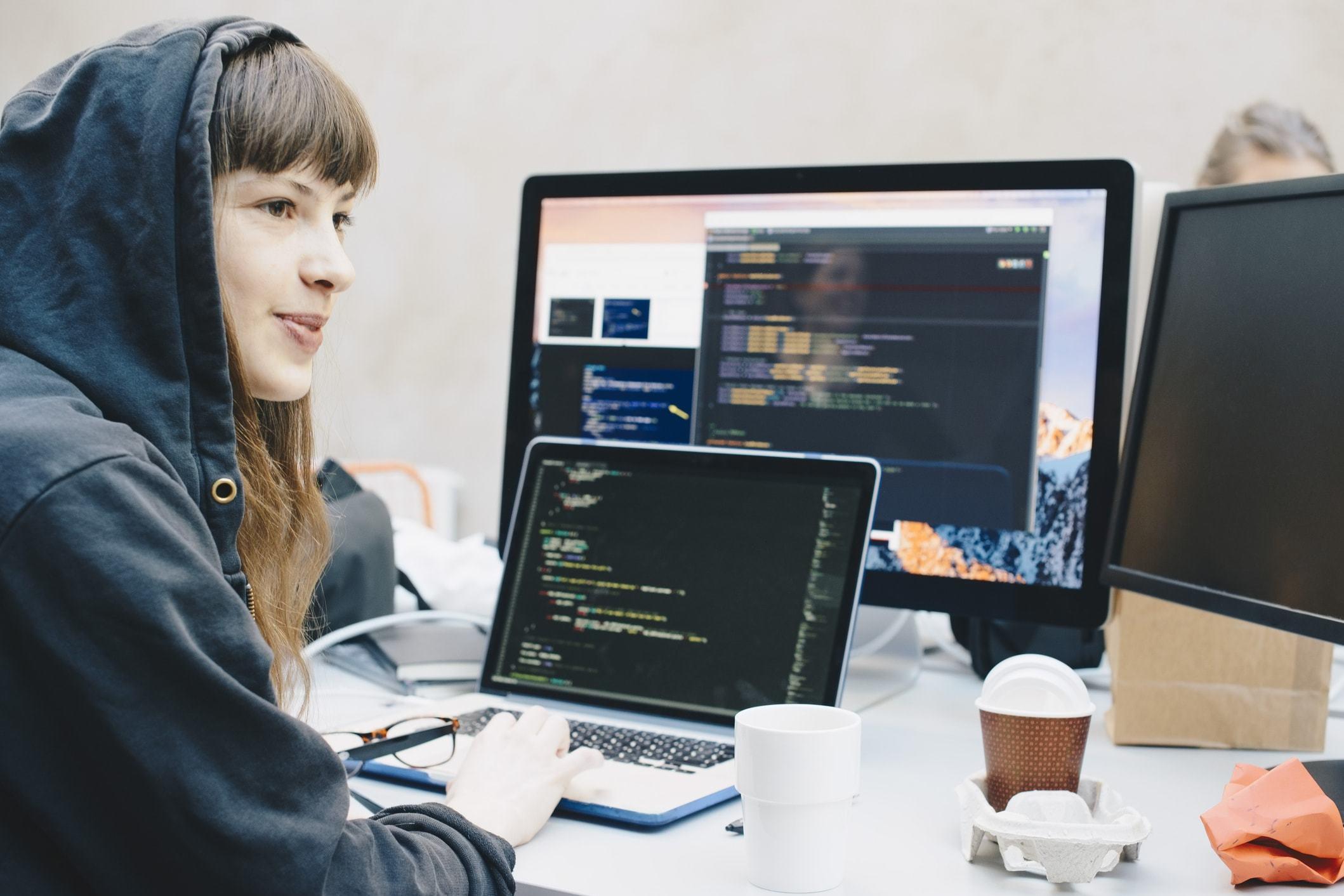 работа для девушек программистов