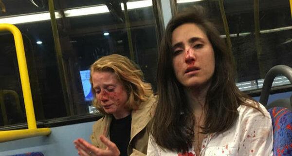 Двух лесбиянок избили и ограбили в автобусе за то, что они не захотели поцеловаться