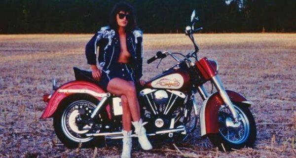 Девушки и мотоциклы: 20 замечательных ретро-снимков
