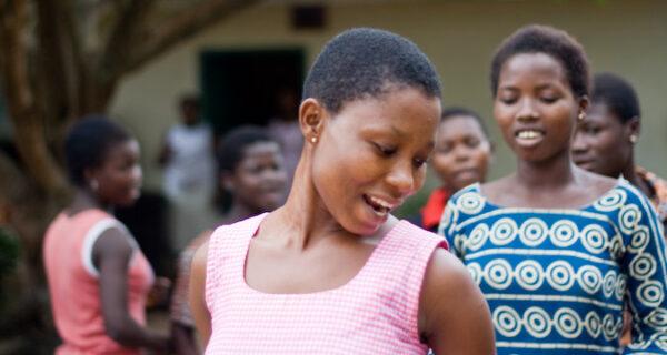 Обычай «трокоси»: зачем в Африке девочек отдают в сексуальное рабство