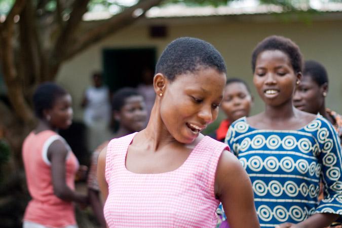 Обычай «трокоси»: зачем в Африке девочек отдают в сексуальное рабство фото