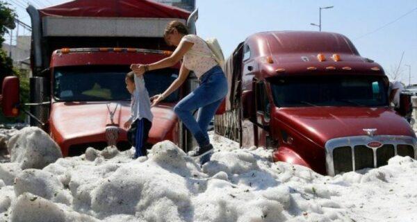 Из-за града мексиканский город превратился в ледник