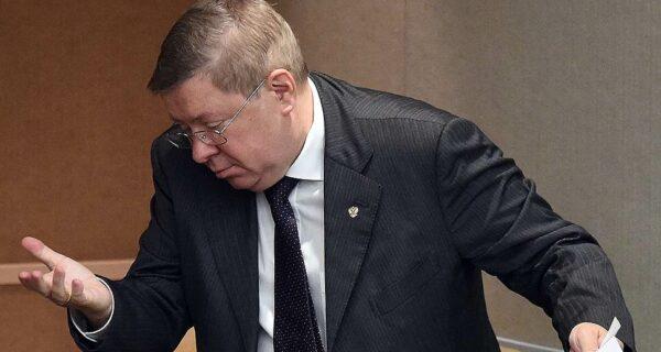 Российский чиновник оконфузился, похвалив вместо студентки порноактрису-транссексуала