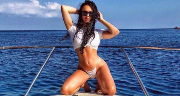 Краткое пособие для отпускниц: самые модные позы для фото в Instagram