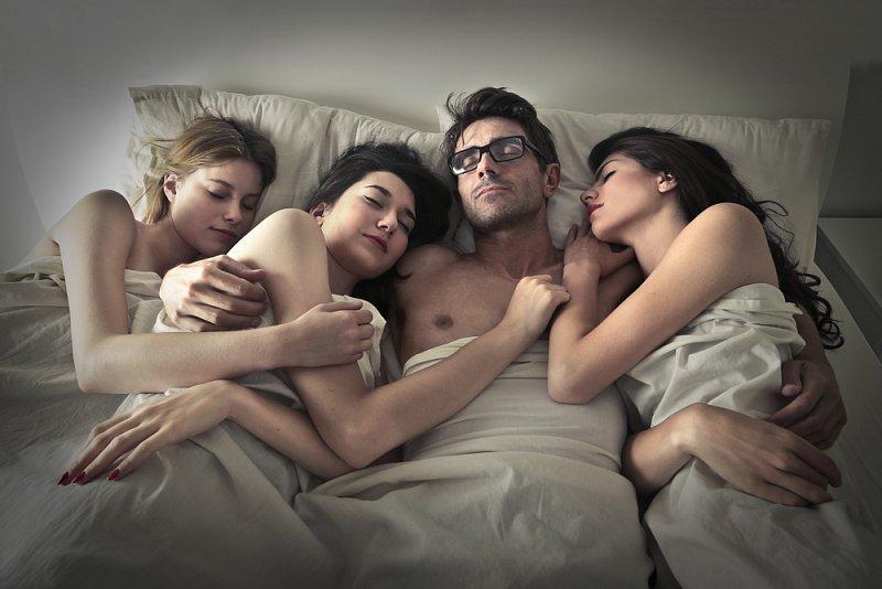 групповой секс вчетвером женщина и три мужчины