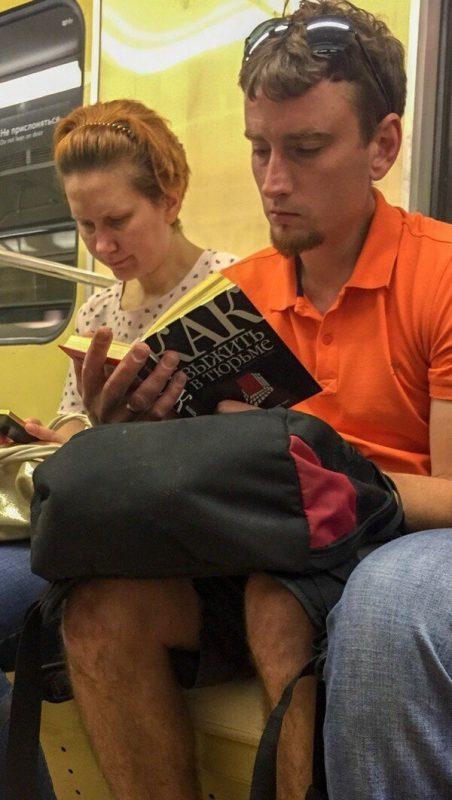 Странные обложки книг, которые можно встретить в транспорте