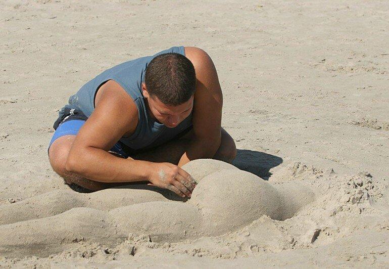 Как развлечь себя на пляже? Перед этим веселым занятием не сможет устоять никто