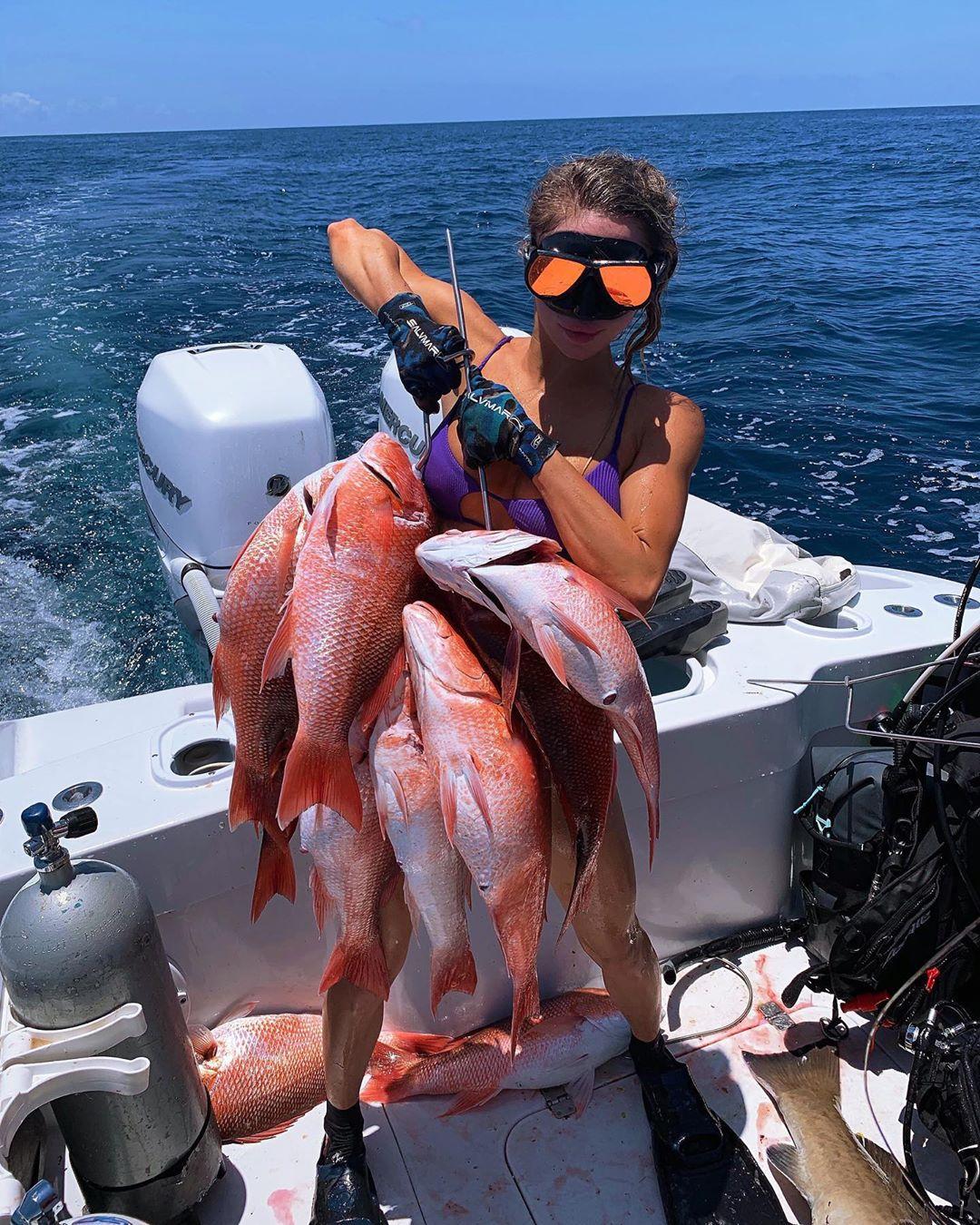 Самая сексуальная рыбачка в мире 24-летняя Эмили Ример и ее фото в бикини