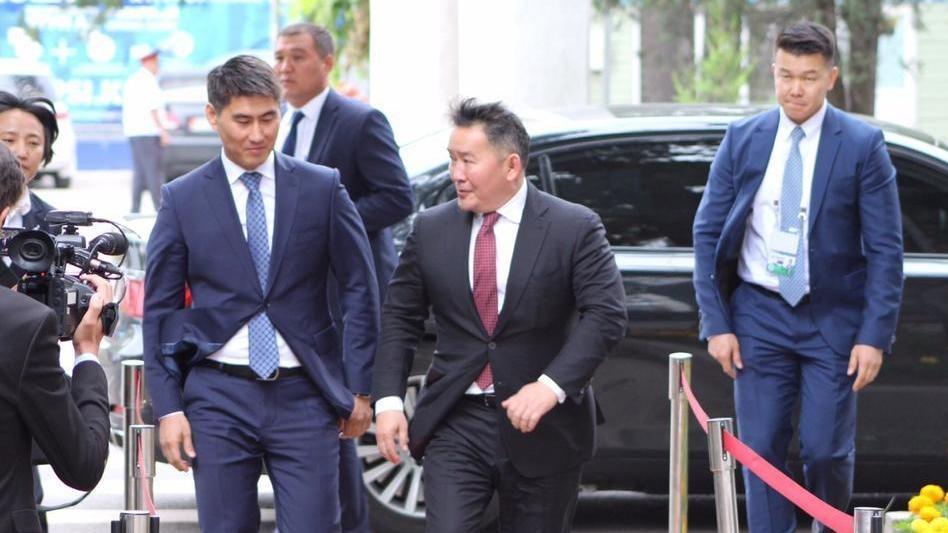 Супер герой, а не политик: почему президент Монголии самый «крутой»