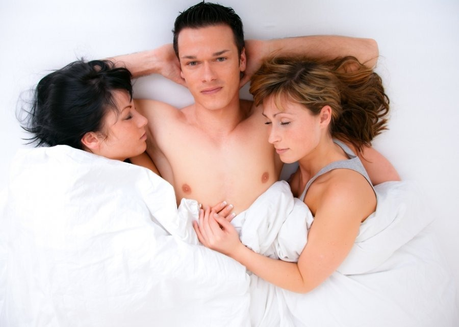 Третий — лишний? Две пары попробовали секс втроем и сделали для себя выводы фото