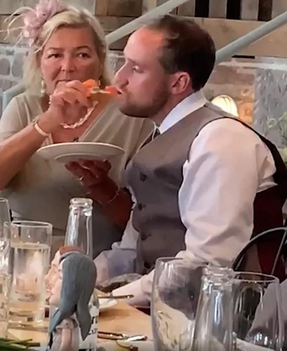 Теща года: заботливая шотландка накормила пьяного вдрызг зятя на свадьбе