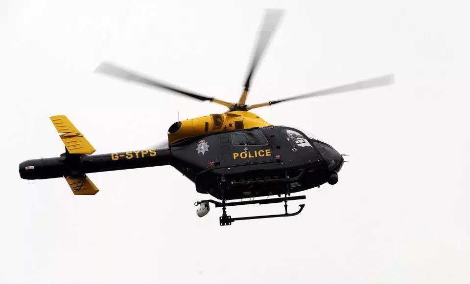 Сексуальный шпионаж: полицейский использовал служебный вертолет, чтобы заснять обнаженную модель в ее саду