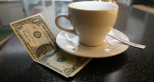 Давать или не давать: 4 ситуации, в которых можно не оставлять официанту чаевые