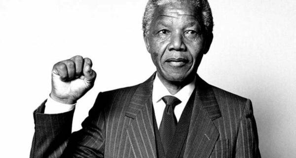 Символ мира с кровавым прошлым: за что Нельсон Мандела получил пожизненный срок заключения