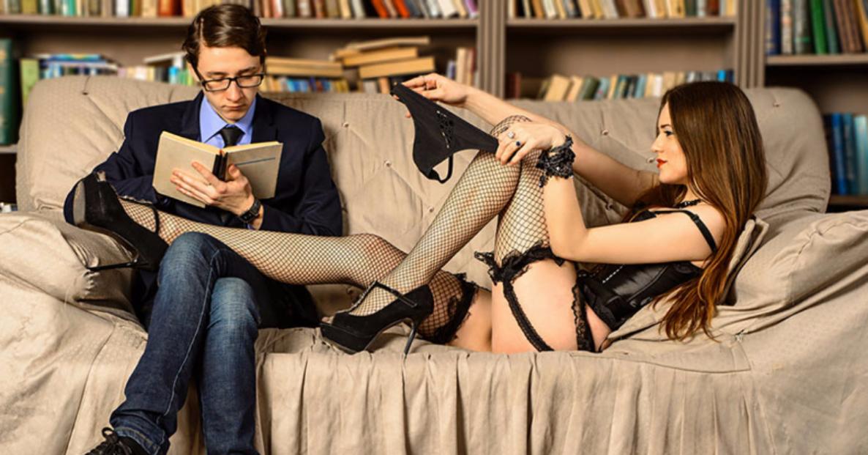 Запах пота, удушение, секс в публичных местах: 10 главных фетишей среди женщин