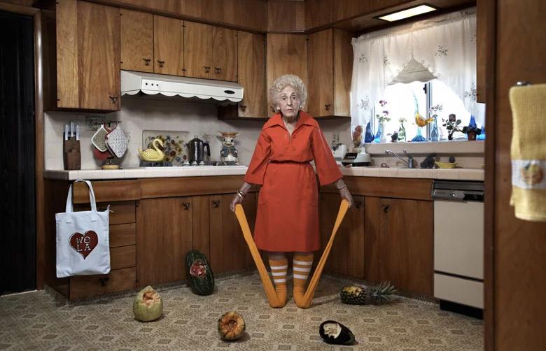 Мастер ироничного снимка Райан Шуде: история хаоса в одном кадре